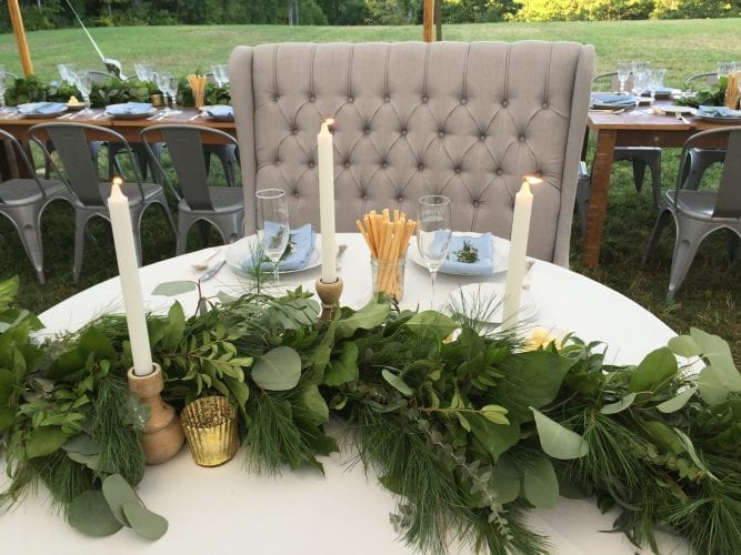 sweetheart table with garland